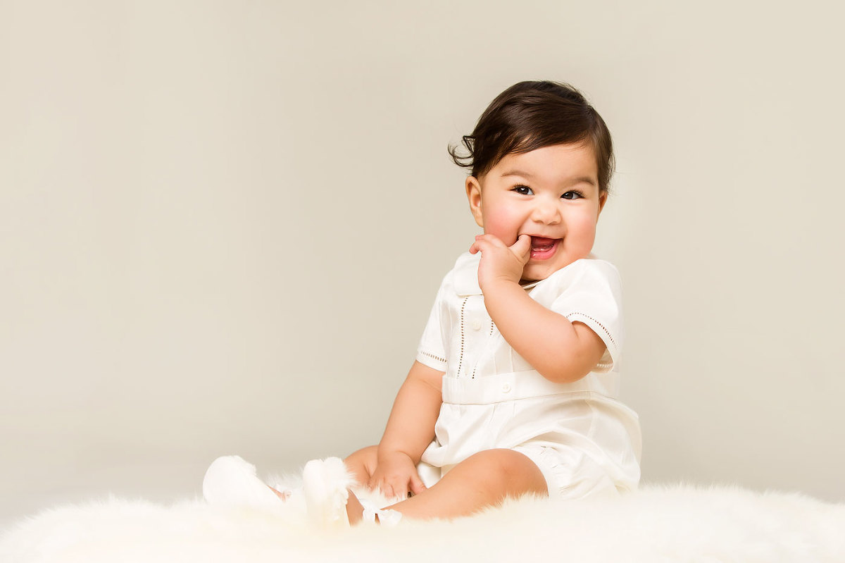 6 month old baby photography Sussex sitting baby